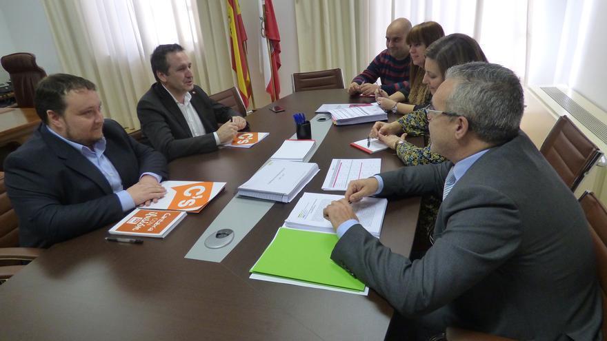 Reunión para negociar el presupuesto de PRC y PSOE con Ciudadanos.
