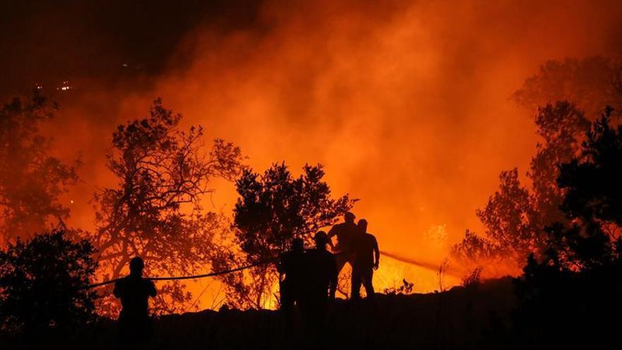 El fuego del Algarve sigue activo con un perímetro de más de 100 kilómetros
