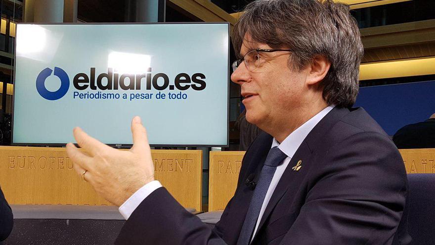 El director de eldiario.es, Ignacio Escolar, y el corresponsal de eldiario.es en Bruselas, Andrés Gil, entrevistan al eurodiputado Carles Puigdemont.