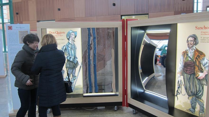 La Biblioteca Central acoge una exposición interactiva que acerca Cervantes al público a través de 16 de sus personajes