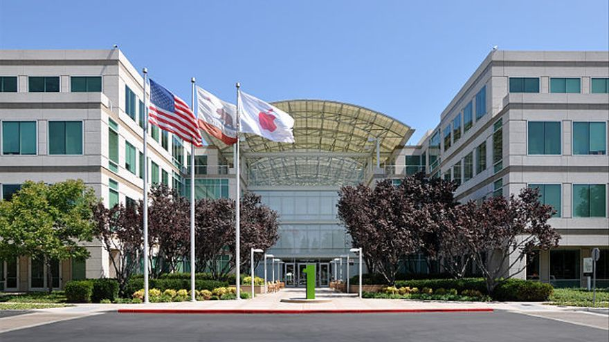 Edificio principal de la calle Infinite Loope y el anterior Apple Campus