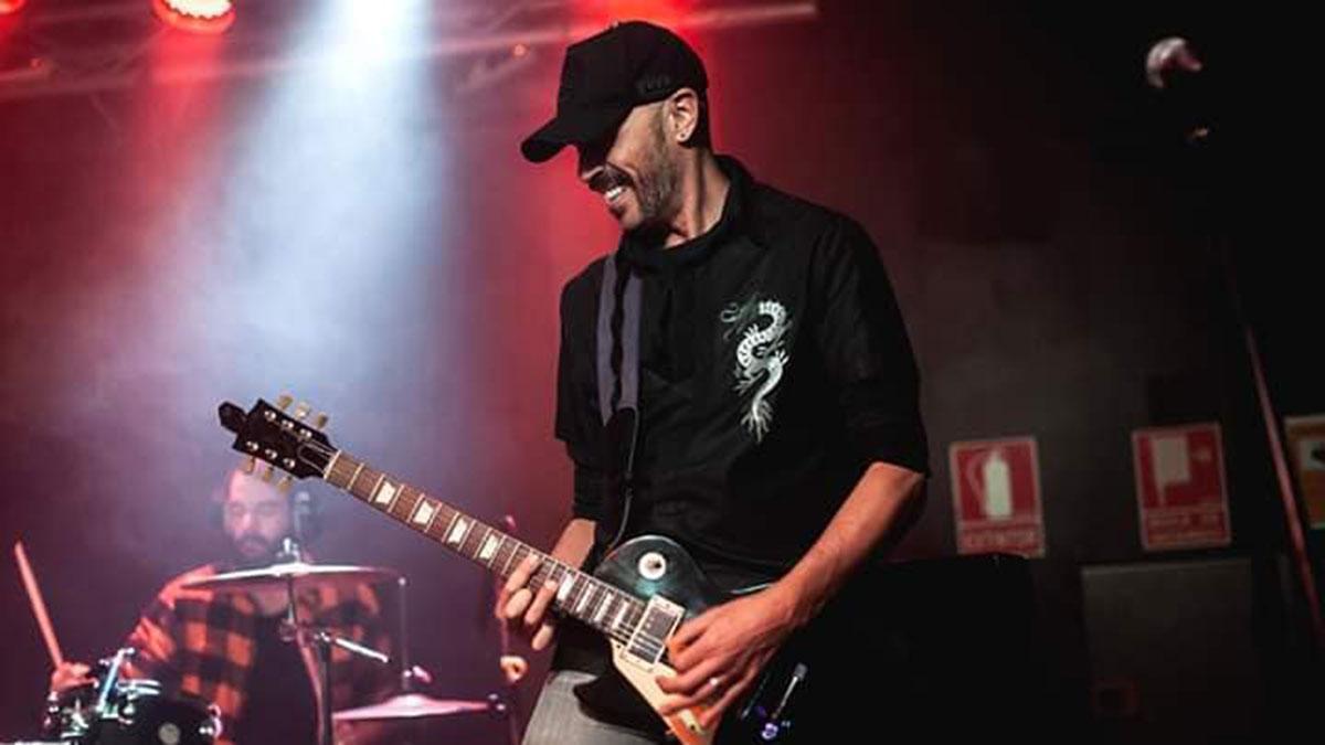 El guitarrista Julu Vazk.