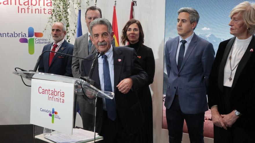 Miguel Ángel Revilla promociona la comunidad durante el Día de Cantabria en Fitur 2020.