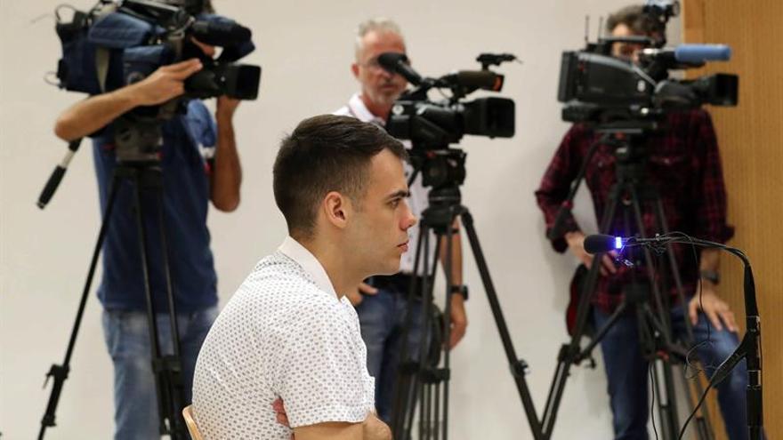 La Audiencia de Las Palmas celebra un juicio contra un joven por un supuesto delito de agresiones sexuales para el que el fiscal pide una pena de 14 años de prisión. EFE/Elvira Urquijo A.