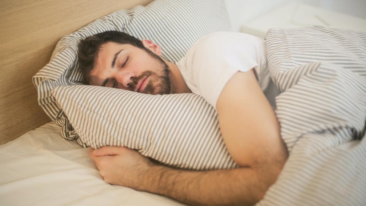 Cómo escapar del insomnio este verano en diez claves