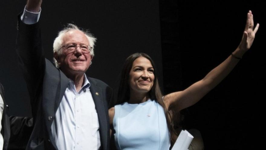 Bernie Sanders y Alexandria Ocasio-Cortez en un acto conjunto