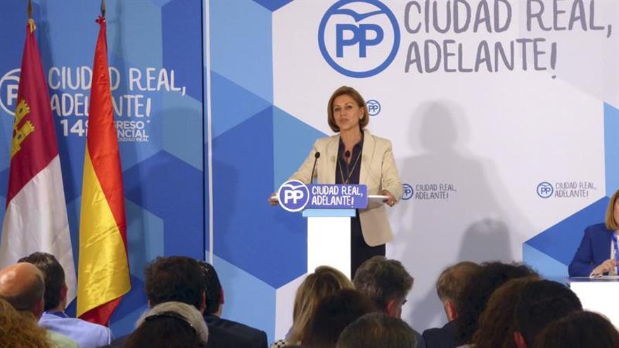 Cospedal, convencida de que no va tener éxito la moción de censura de Podemos