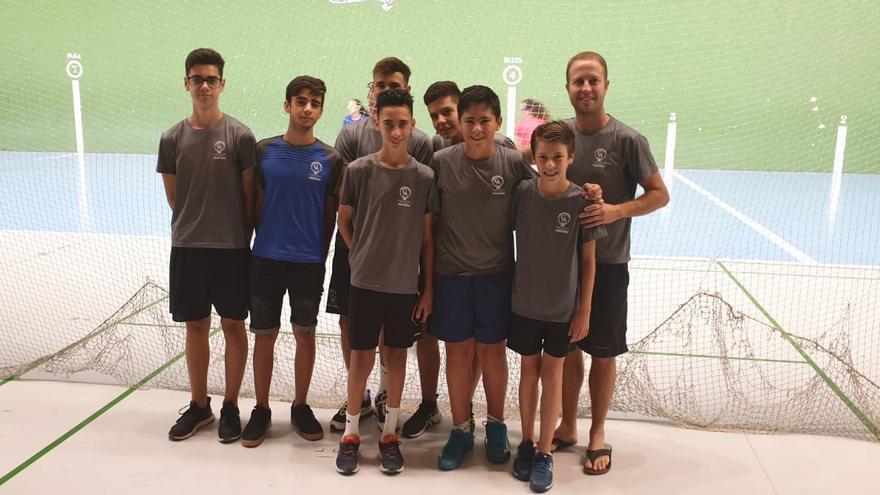 Los jugadores del Círculo con el entrenador Javier Pinto