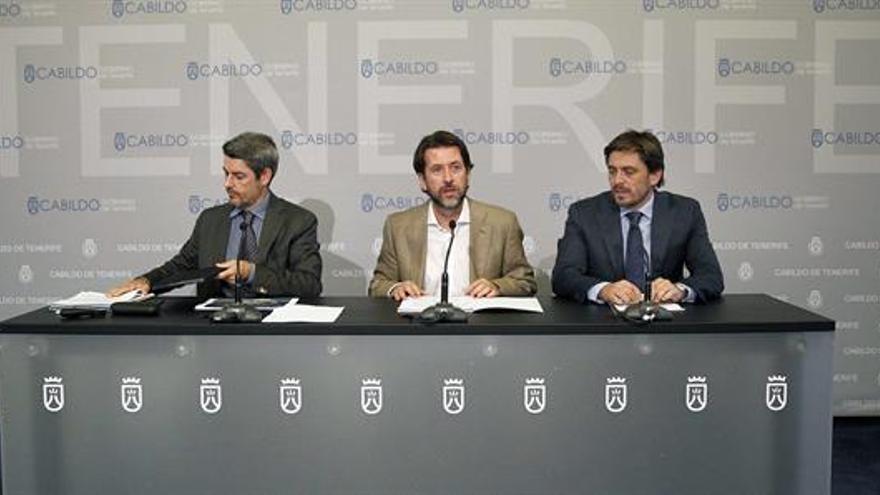 De izquierda a derecha, Alberto Bernabé, Carlos Alonso y Jorge Marichal, durante la rueda de prensa