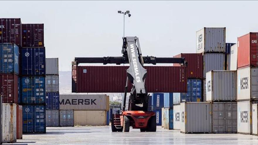 La cifra de negocio en la industria baja en 8 CCAA, sobre todo en Canarias