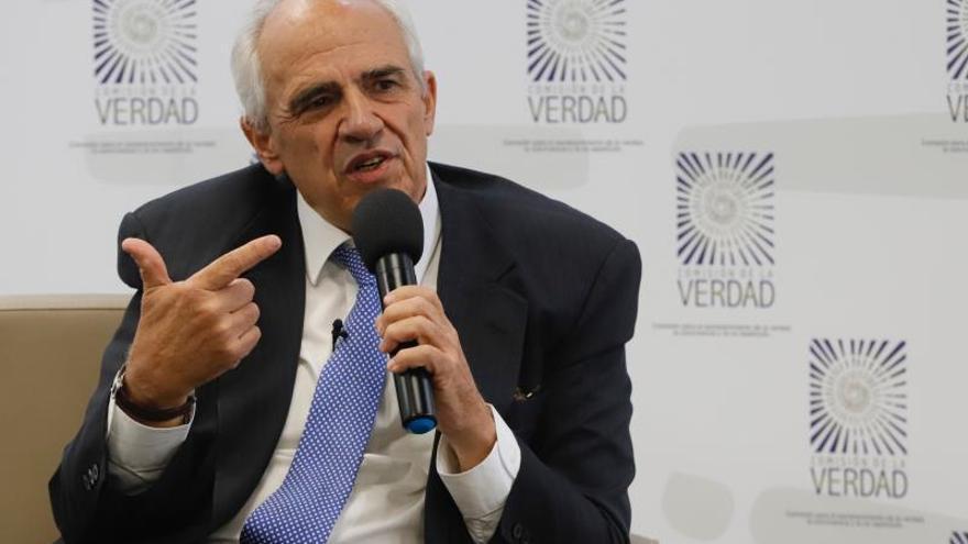 Samper pide a los expresidentes colombianos decir la verdad del conflicto a las víctimas