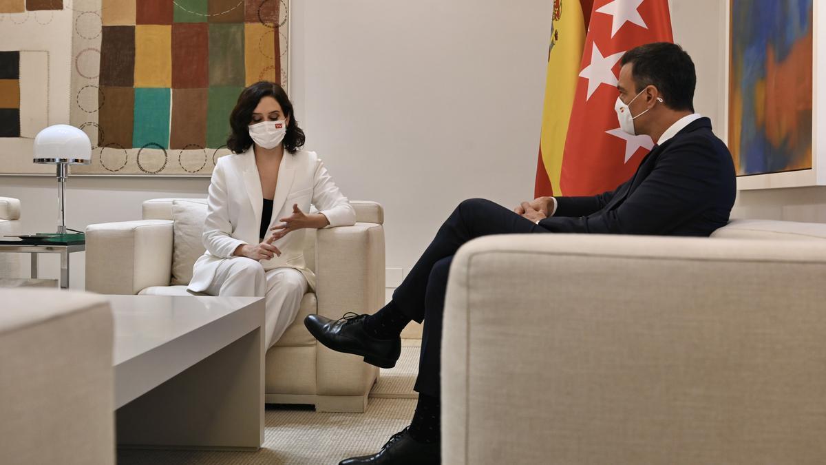 Pedro Sánchez e Isabel Díaz Ayuso durante su reunión en Moncloa.