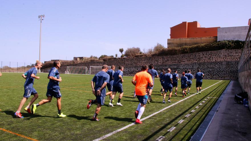 Jugadores del equipo EDI de la Fundación del CD Tenerife, en un entrenamiento