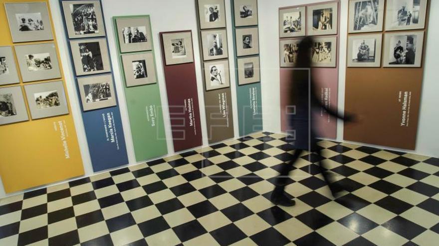Púbol expone a Dalí bajo la mirada de 14 mujeres fotógrafas