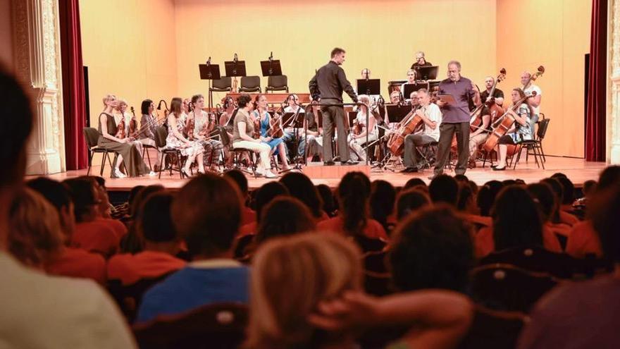 Las islas misteriosas, una creación del musicólogo y divulgador Fernando Palacios, ha sido escenificada en el Teatro Circo de Marte ante más de 250 alumnos de centros educativos de educación primaria de toda la Isla.