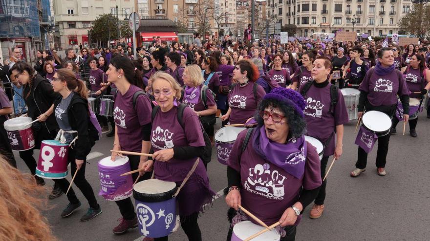 Manifestación feminista por el 8M en Santander.   ANDRÉS HERMOSA