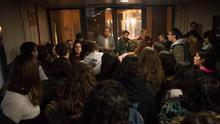 Estudiantes de la UV se concentran en el rectorado para dar apoyo a la huelga de profesores asociados