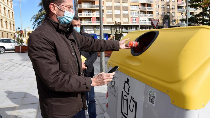 OCU denuncia que solo se recicla el 30 % de envases que llegan a las plantas