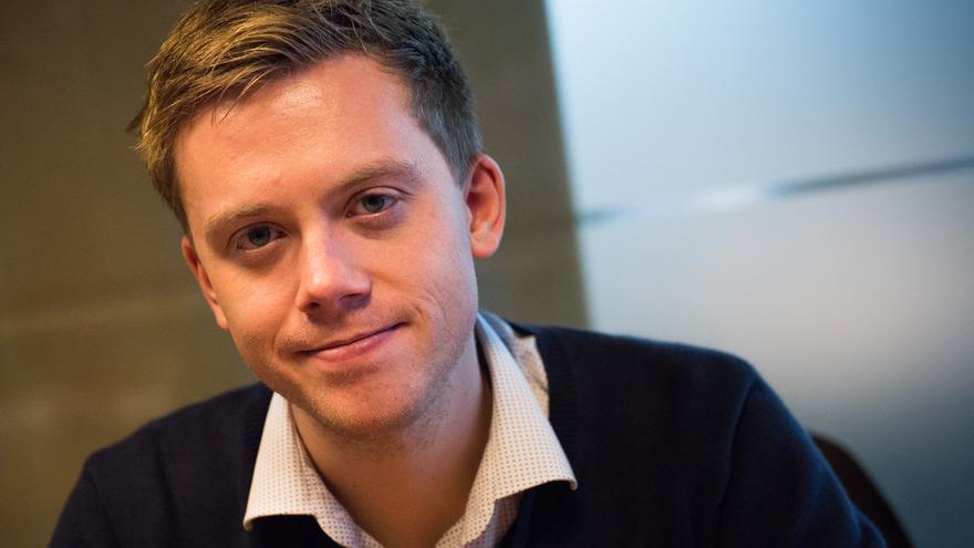 El escritor Owen Jones ha participado en Barcelona en el ciclo VO Europa