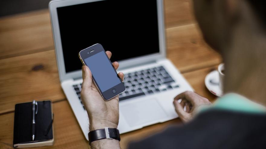 ¿Renunciarías a tu puesto de trabajo si no te dejaran usar tu teléfono? (Imagen: Pexels)