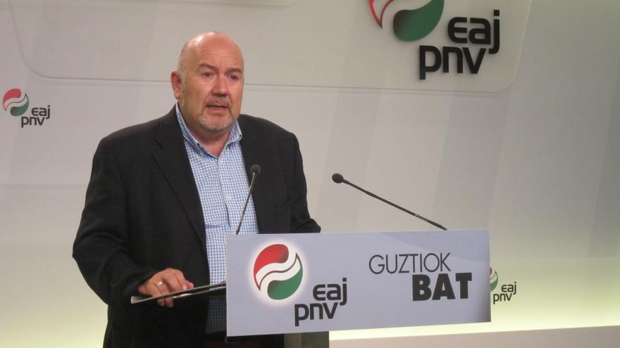 """PNV denuncia el """"inmovilismo"""" de Rajoy y le pide que se comprometa con la paz"""
