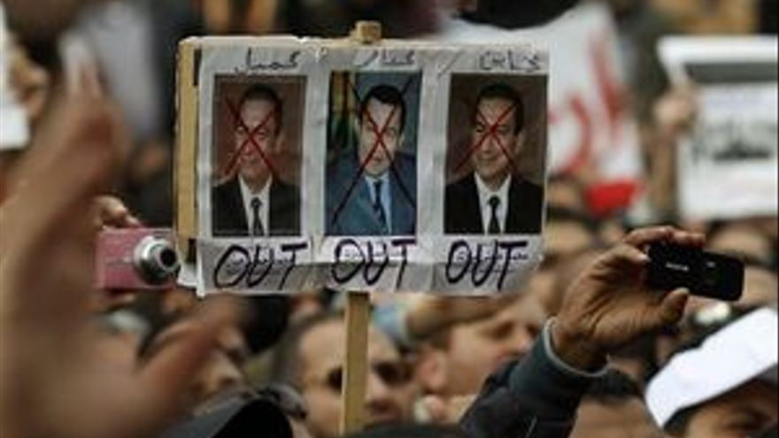 Una pancarta de las manifestaciones en El Cairo. (EP)