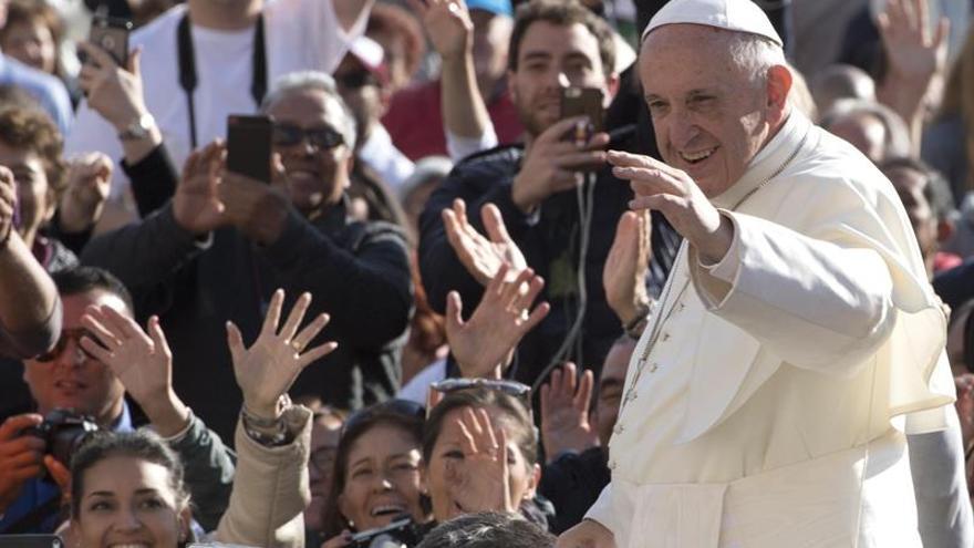 El papa dice que las críticas a su exhortación son respetables, pero equivocadas