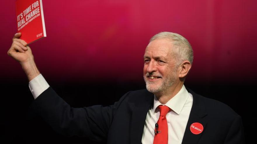 """Corbyn presenta un """"radical"""" programa laborista de reformas sociales"""