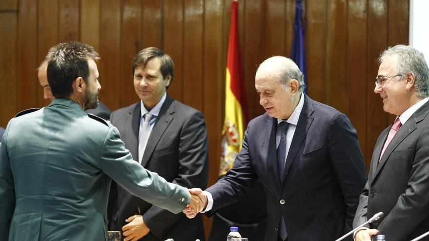 """Fernández Díaz agradece el """"paso al frente"""" de los funcionarios de prisiones para hacer frente al yihadismo"""