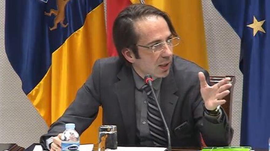 Gerardo Pérez en el Parlamento de Canarias