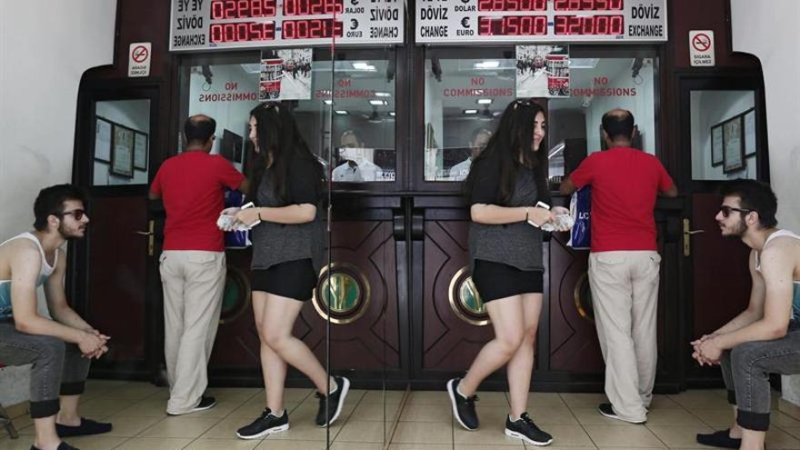 El Banco Central turco interviene en el mercado para frenar la caída de la lira