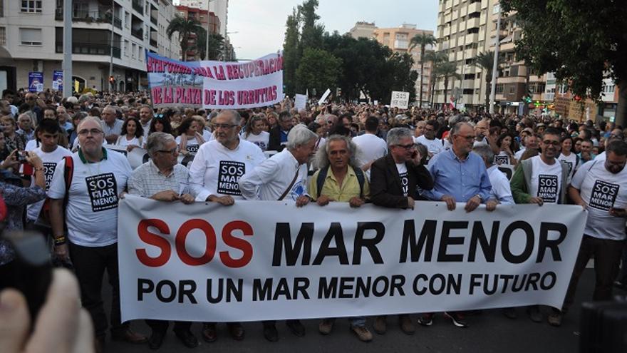 Decenas de miles de personas se manifiestan por el Mar Menor en Cartagena (Murcia)