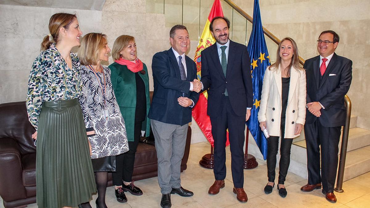 García-Page se ha reunido en Bruselas con el embajador de España ante la UE