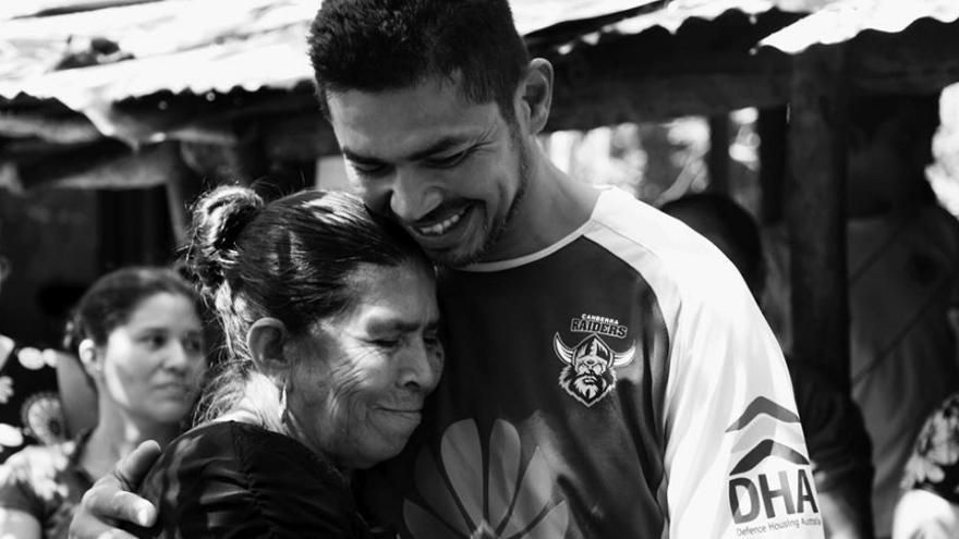 Reencuentro de Milagro Martínez con su hijo / Asociación pro búsqueda
