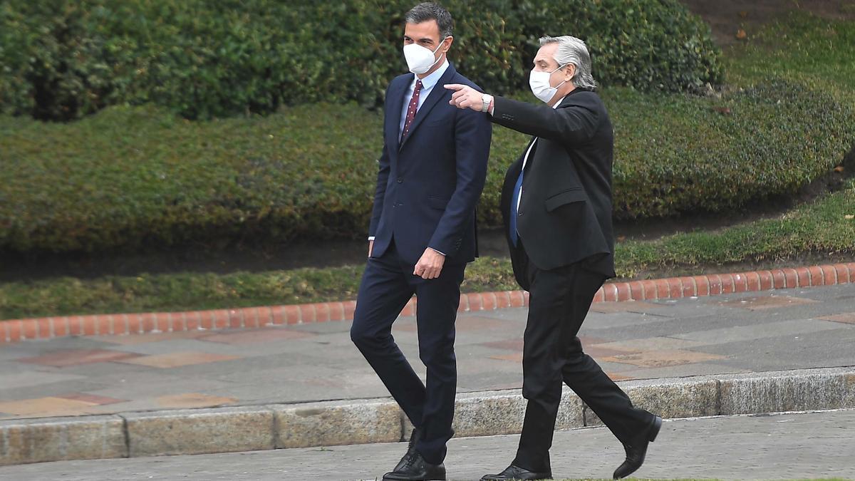 Alberto Fernández, en su encuentro con el presidente español, Pedro Sánchez.