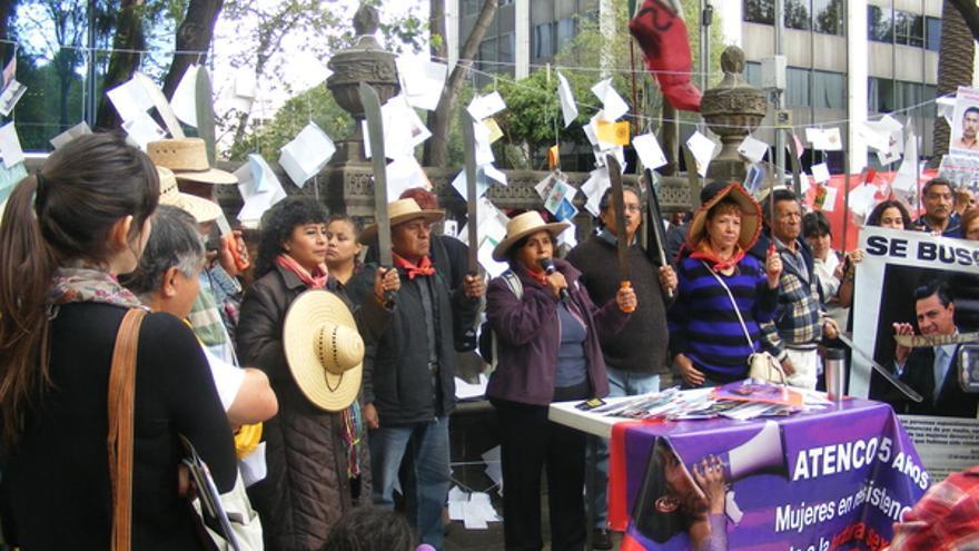 Rueda de prensa con la organización Frente De Pueblos en Defensa de la Tierra y el Centro Pro Derechos Humanos en la Ciudad de México para pedir justicia para las mujeres de Atenco, 3 de mayo de 2011. © Amnistía Internacional México