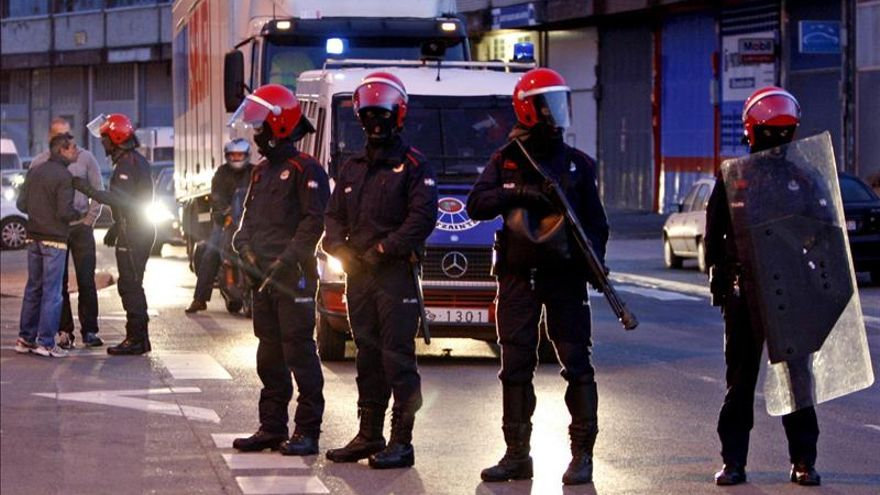 Agentes de la Brigada Móvil, en un operativo policial.