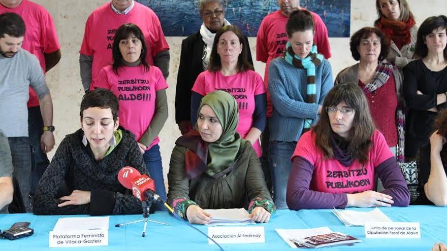 Varios miembros de diversos colectivos han solicitado públicamente la retirada de la campaña.