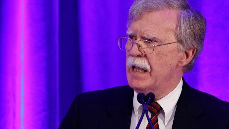 Bolton discute en Ankara la difícil situación por el plan de retirada de Siria