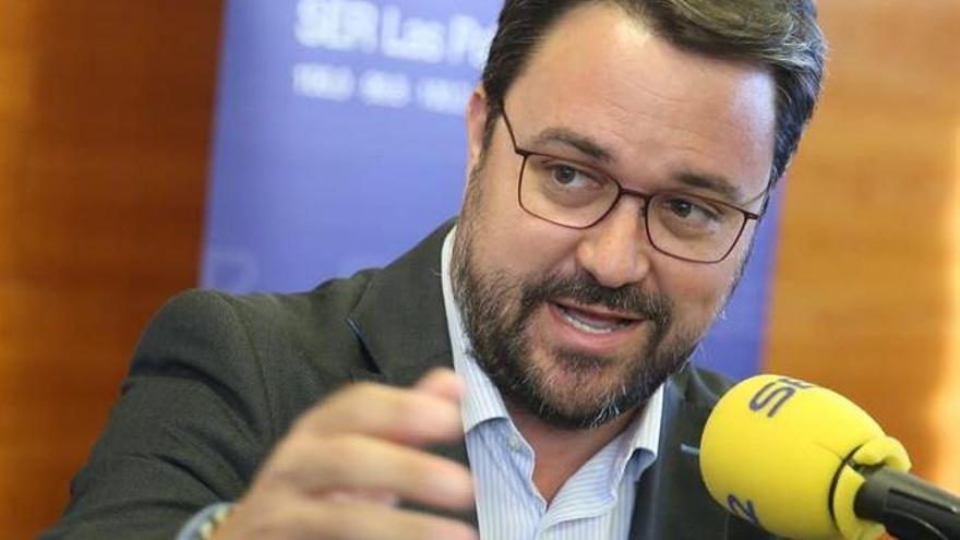 El candidato a la Presidencia del Gobierno de Canarias del Partido Popular, Asier Antona, durante el debate organizado por la Cadena SER y Canarias en hora.