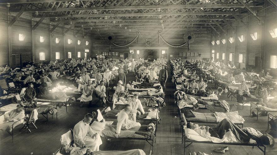 Un hospital de campaña para enfermos de la gripe de 1918 en el campamento Funston, Kansas, el origen más probable de la pandemia.