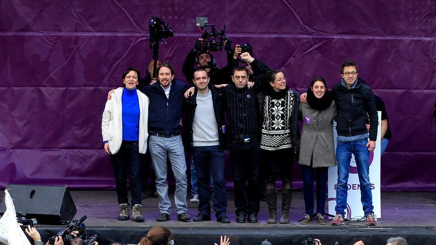 """El equipo """"Ahora Podemos"""" sobre el escenario  Marta Jara"""