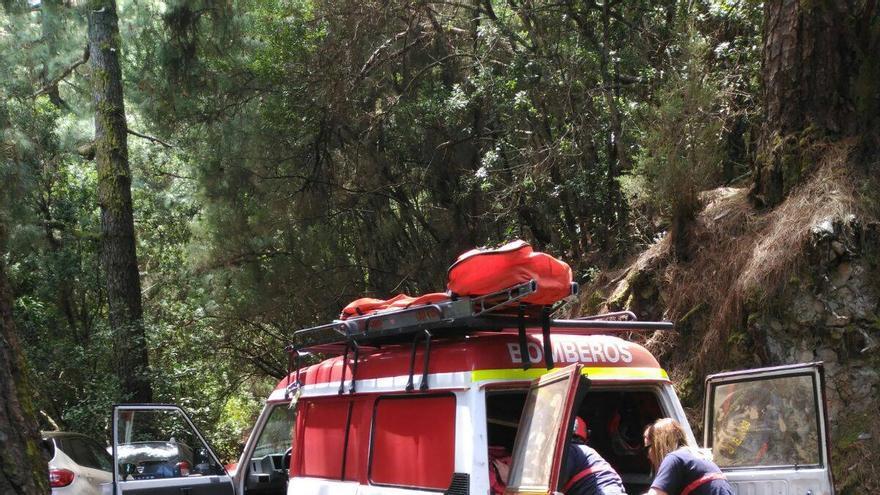 En la imagen, un momento del rescate. Foto: BOMBEROS LA PALMA.