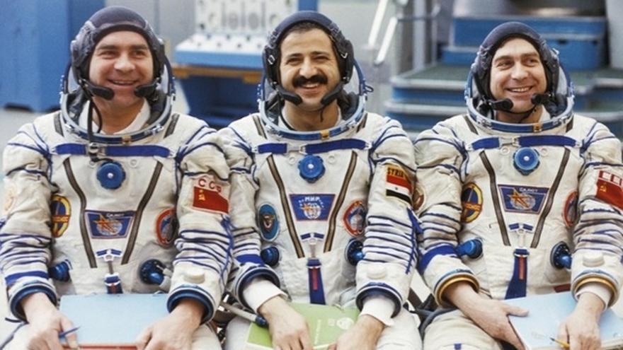 Muhammed Frais y sus compañeros de viaje a la estación Mir en 1987.