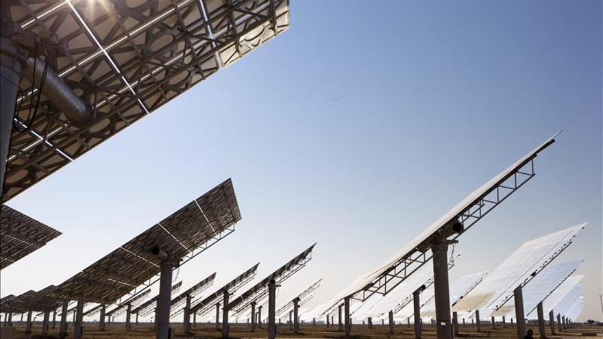 El consumo de electricidad cae el 2,2 por ciento en marzo y el 1,8 en el trimestre