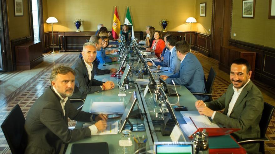 Junta de Andalucía dará luz verde este martes al decreto para cumplir las 37,5 horas tras la sentencia del TC