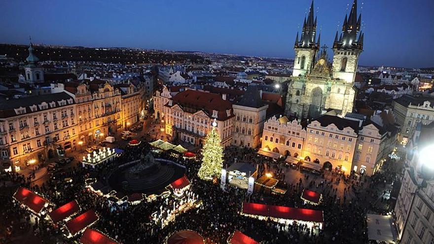 Praga muestra con los mercadillos su rostro más navideño