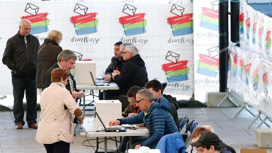 La participación en las consultas soberanistas en Euskadi es del 24,45 %