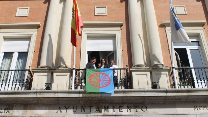 La bandera gitana ondeará en el Ayuntamiento durante todo el fin de semana con motivo del Día del Gitano andaluz