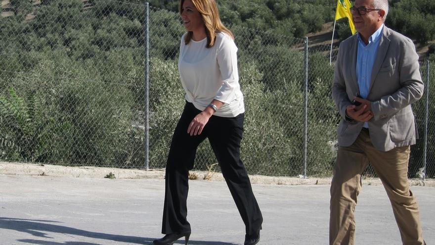 """Susana Díaz valora que sus """"compañeros"""" del PSOE en el Congreso """"están haciendo lo mejor posible en un momento difícil"""""""